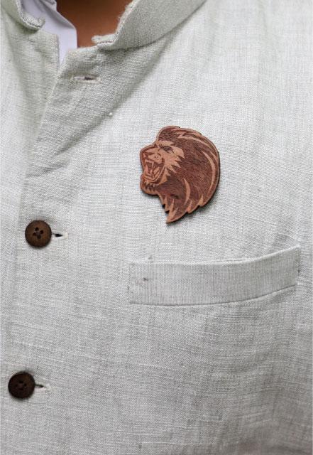 MM1136  LION Face Wood Brooch